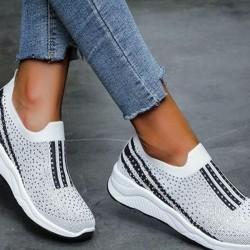 Women's Beading Round Toe Cloth Flat Heel Sneakers
