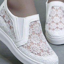 Women's Hollow-out Elastic Band Closed Toe Lace Wedge Heel Sneakers